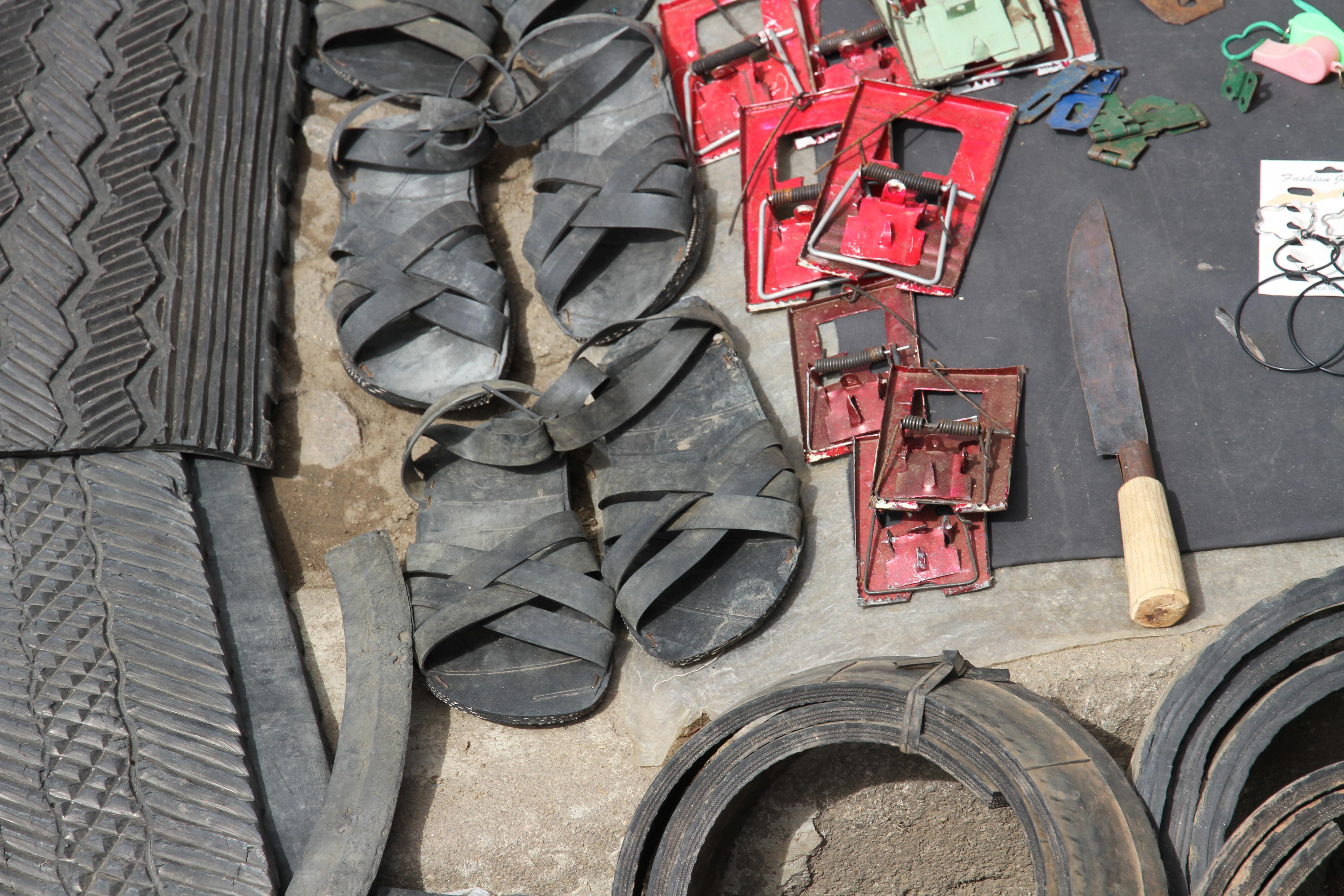 Sandalen aus Pneu gemacht